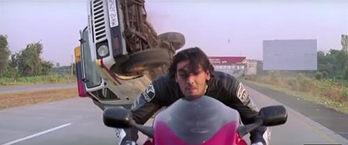 Cạn lời trước 5 cảnh truy đuổi hài hước nhất của phim Ấn Độ