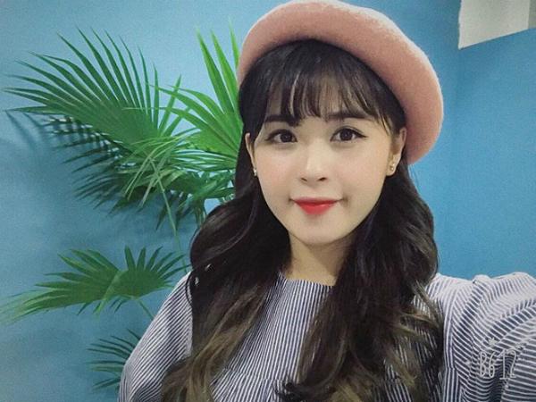 Trước khi được biết đến với tư cách là bạn gái của chàng cầu thủ có gương mặt baby - Trọng Đại, Hương Thảo đã là một streamer nổi tiếng trong cộng đồng game thủ và là một người mẫu ảnh quen thuộc cho nhiều trang bìa tạp chí.