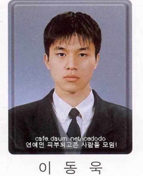 Ảnh quá khứ mũm mĩm mắt một mí của Lee Dong Wook khiến fan tranh cãi