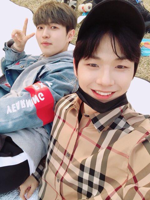 Anh chàng khoe ảnh đi chơi cùng Jae Hwan.