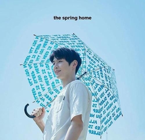 Hình ảnh Kang Daniel nhuộm tóc đen xuất hiện trên các poster quảng bá đang khiến fan trầm trồ. Từ khi debut, anh chàng chỉ nhuộm tóc màu sáng, đây là lần hiếm hoi mỹ nam để tóc đen nguyên thủy.