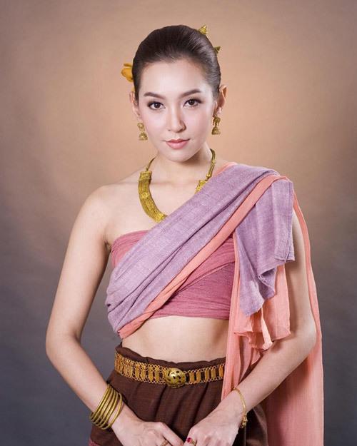 Vẻ ngoài sắc sảo của diễn viên Bella Ranee.