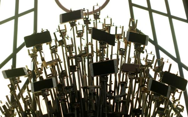 Những dụng cụ được bảo tàng chuẩn bị để phục vụ cho nhu cầu chụp selfie của du khách.