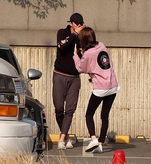 Loạt sao Kpop dính tin đồn hẹn hò nhưng bằng chứng sai bét - 5