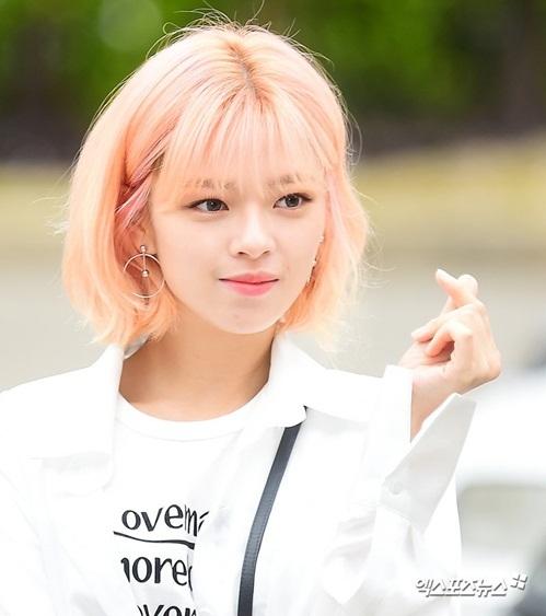 Trong MV mới, Jeong Yeon khiến các fan phát cuồng vì quá đẹp trai khi nữ cải nam trang.