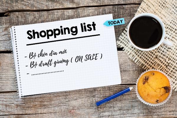 Lên danh sách những gì cần mua, bạn sẽ tránh được việc mua những món hàng về để rồi bỏ không một chỗ.