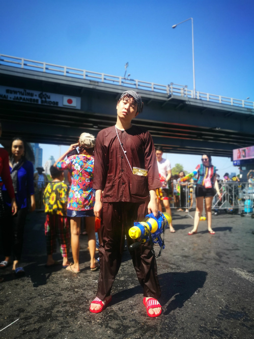 Dàn sao Việt chơi trội với quần áo loè loẹt tại lễ hội té nước Thái Lan - 6