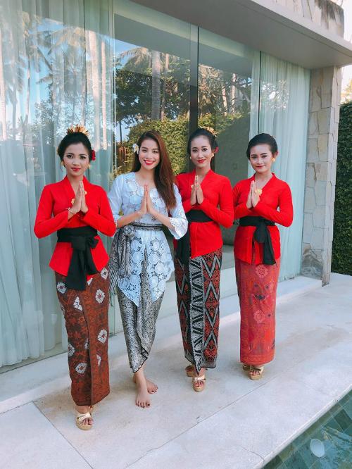 Phạm Hương diện trang phục Indonesia đọ sắc với dàn người đẹp quốc tế - 1