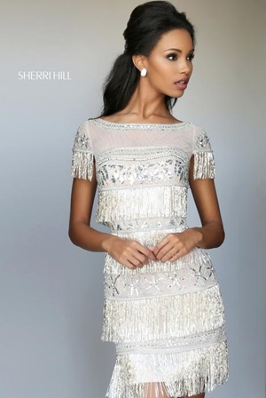 Chiếc váy trắng ánh kim sa này chỉ có 28,4 triệu của thương hiệu Prom Girl.