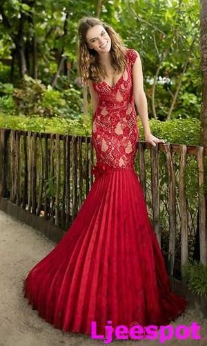 Đây cũng là một trong những chiếc váy rẻ thôi của Prom Girl, có giá 23,9 triệu.