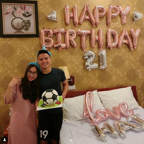 Fan mệt lử chúc mừng 8 chàng U23 Việt Nam sinh nhật vào tháng Tư - 2