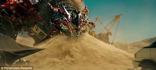 Khoảnh khắc được làm kỳ công nhất màn ảnh của Transformers 2