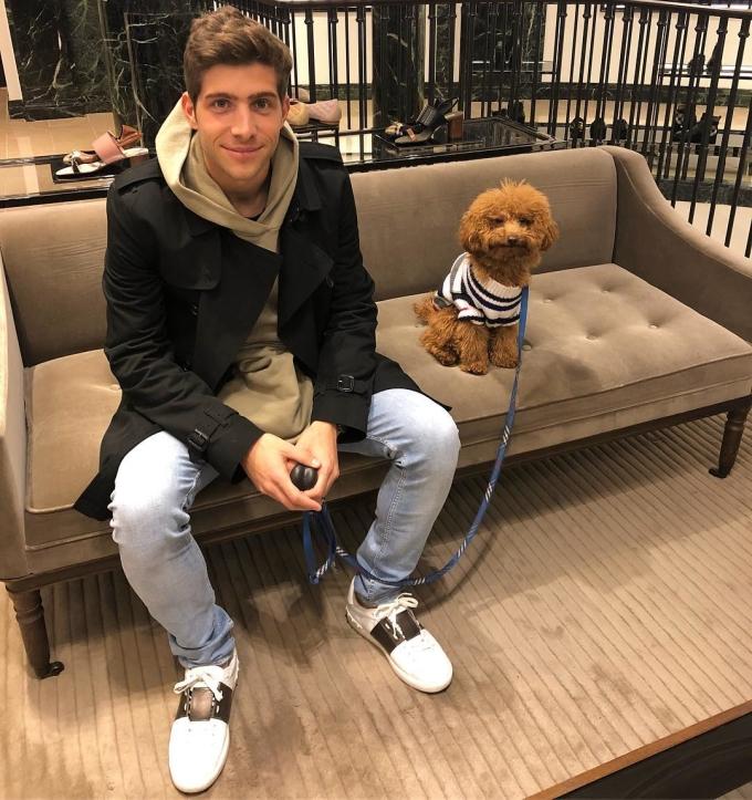 <p> Chú chó nhỏ khiến fan ghen tị vì luôn được đồng hành cùng cậu chủ nổi tiếng.</p>