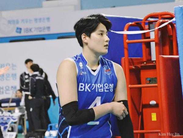 Nữ VĐV bóng chuyền Hàn Quốc gây sốt vì quá đẹp trai - 1