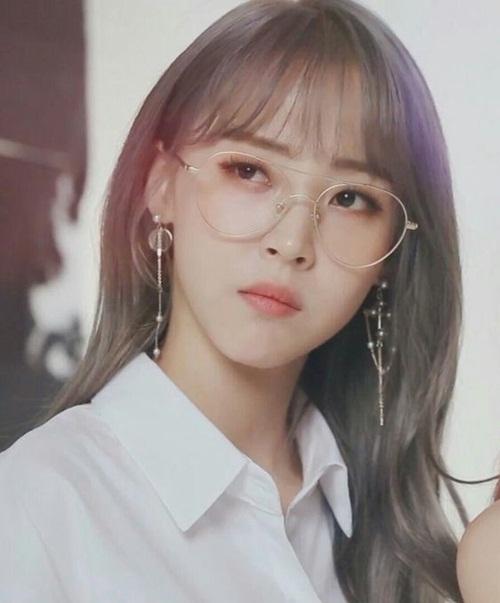 Cô nàng được coi là phiên bản nữ của Xiu Min (EXO). Moon Byul vừa có nét đẹp trai, vừa có nét nữ tính.