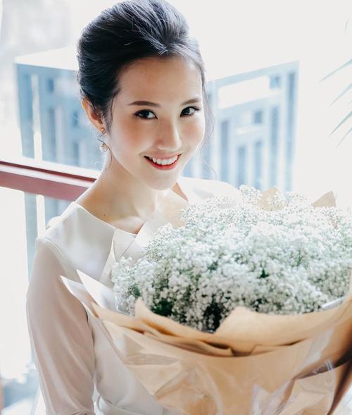 Khó còn nhận ra bóng dáng của một cô nhóc cá tính như con trai thuở nào. Primmy Trương giờ đây rất ngọt ngào, biết cách làm đẹp cho bản thân.