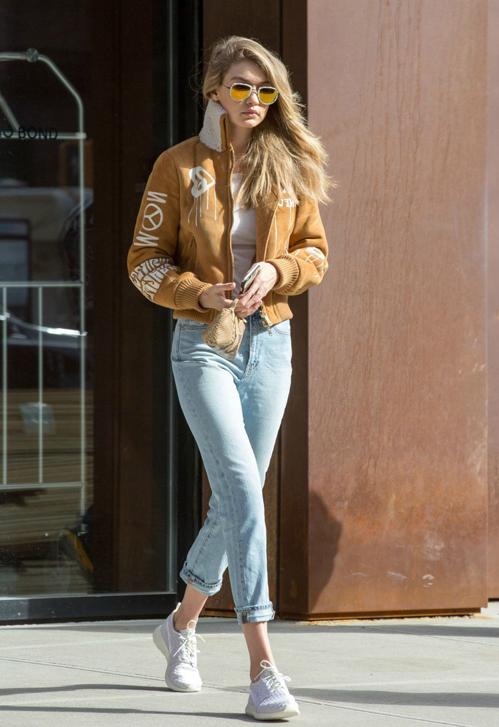 Không chỉ góp mặt trong show diễn của tất cả những nhà mốt danh giá nhất, trở thành gương mặt thương hiệu cho hàng loạt nhãn hàng, Gigi còn được nhiều người ngưỡng mộ vì sở hữu phong cách thời trang đáng học hỏi.