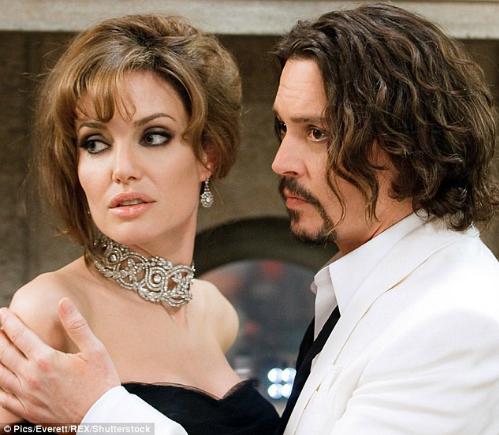 Angelina Jolie đã đeo món trang sức này trong The Tourist, nó có giá 1,1 triệu USD.