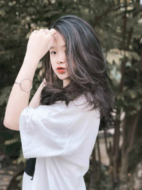 Nổi tiếng và giỏi kiếm tiền, Linh Ka còn khiến mọi người phải ganh tỵ khi chia sẻ hội chị em. Cô nàng có 2 người bạn gái thân thiết xinh đẹp, sành điệu không kém là Chi Bé và Thục Anh.
