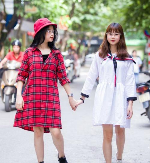 Hai cô bạn hot teen có khá nhiều điểm chung như nét tính cánh nhí nhố, đáng yêu, cùng yêu thích phong cách thời trang cá tính.