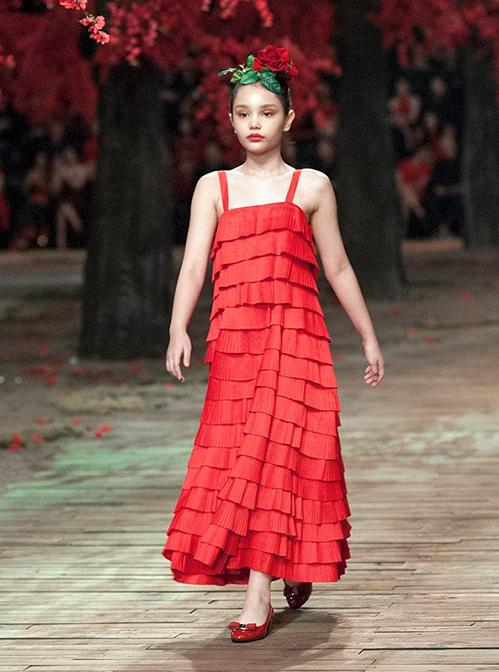 Sau 3 năm thử sức với thời trang, Alex nhiều lần xuất hiện tại những show thời trang lớn như Vietnam Juniors Fashion Week, show Đỗ Mạnh Cường, Lễ hội áo dài Việt Nam hay Vietnam International Fashion Week...
