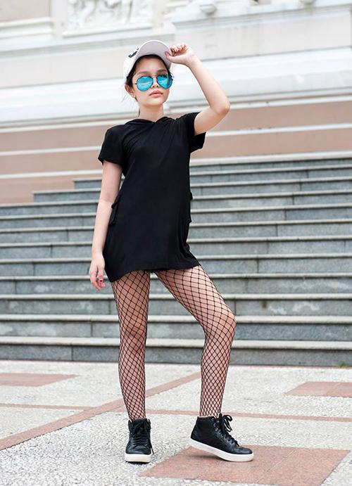 Ở đời thường, Alex có phong cách thời trang đơn giản, năng động. Cô nhóc vẫn dành phần lớn thời gian cho việc học tập tại trường, chỉ những lúc rảnh rỗi mới tham gia biểu diễn thời trang.