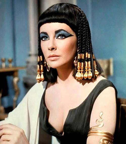 Khoảnh khắc lộng lẫy của nàng Cleopatra lẳng lơ nhất màn ảnh