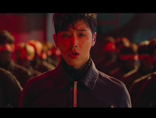 Chỉ nhìn hình bạn có biết đây là MV nào của TVXQ? - 6