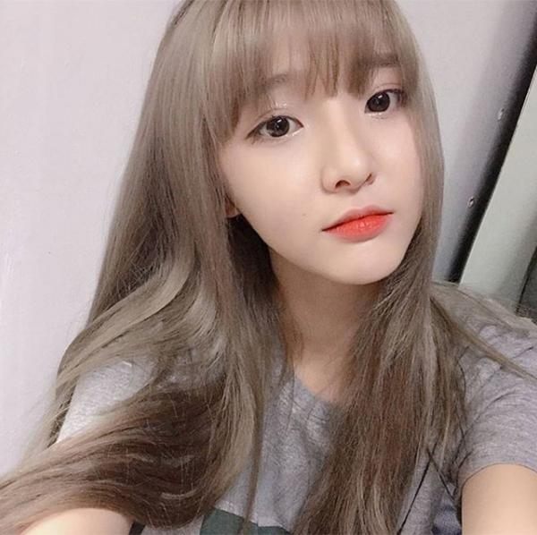 Khác với nhiều cô gái Thái thường thích vẻ đẹp sắc sảo kiểu Tây, Nene lại tôn sùng cách trang điểm trong veo kiểu Hàn Quốc. Cô nàng thường trang điểm da trắng, môi đỏ kiểu trong đậm ngoài nhạt nhẹ nhàng.