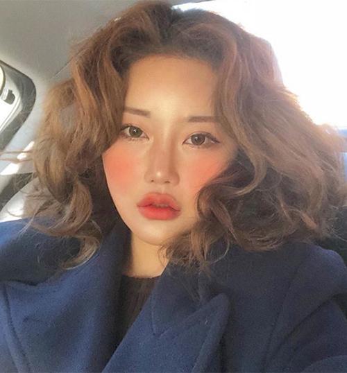 Nhiều phong cách ăn mặc, trang điểm từ Kim Soo Hee được lan tỏa khắp châu Á.