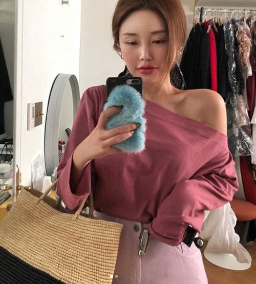Từng có sở thích lớn nhất là ra Dongdaemun mua quần áo, Kim Soo Hee giờ đây rất tự hào mỗi khi đến con phố này, cô thấy giới trẻ đều đua nhau mặc đồ từ thương hiệu của bản thân. Trang phục giá cả không quá cao còn giúp StyleNanda được rất nhiều ngôi sao yêu thích.