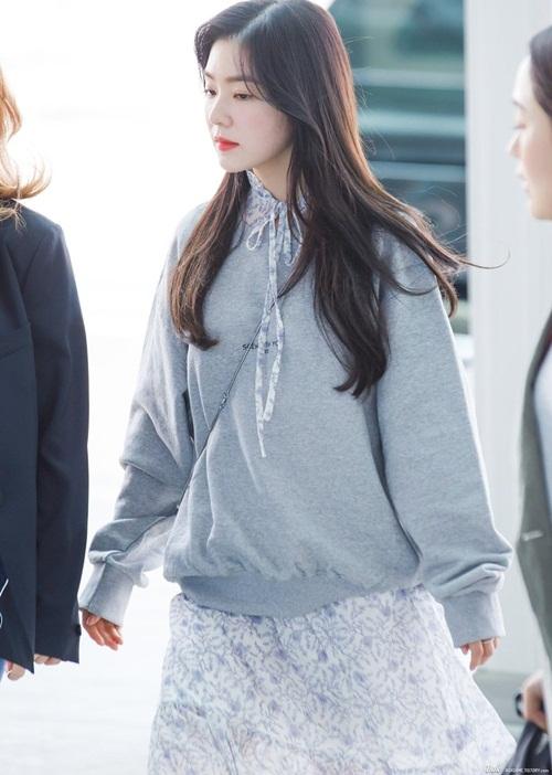 Trưởng nhóm Red Velvet lộ góc nghiêng thần tháng. Cô nàng luôn nằm top đầu trong bảng xếp hạng mỹ nhân của Kpop.