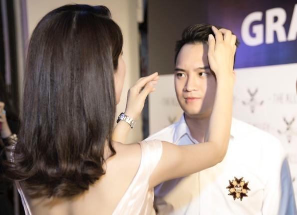 Diệp Lâm Anh không ngần ngại chăm sóc bạn trai tình cảm trước mặt rất nhiều người.