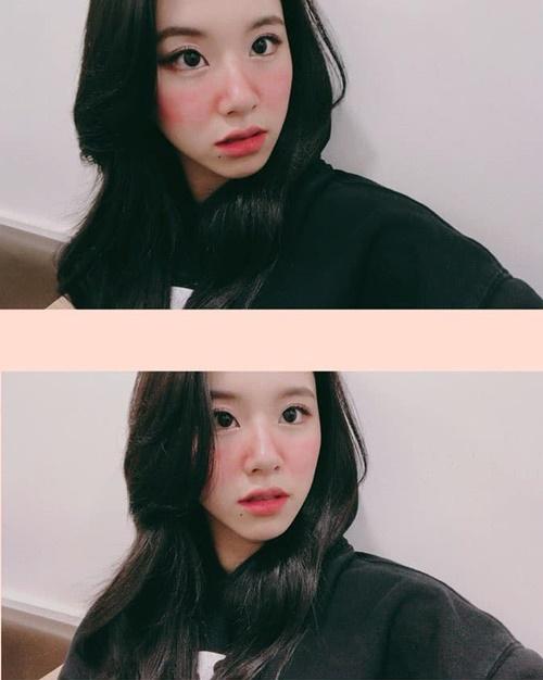 Chae Young (Twice) trang điểm má đỏ rực như say rượu.