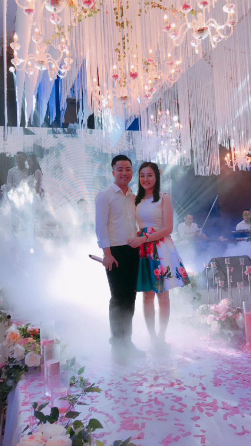 Vợ của anh là cô gái sinh năm 1992, nhân viên sân bay Nội Bài, sở hữu nhan sắc xinh như hot girl.