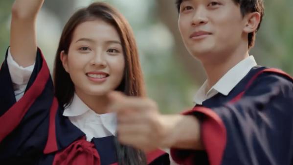 Cô gái xinh đẹp được truy tìm thông tin sau một clip quảng cáo.
