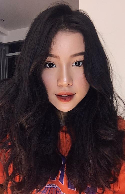 Chia sẻ với iOne, Quỳnh Thi cho hay cô bạn khá bất ngờ và cảm thấy vui vì nhận được nhiều lời khen ngợi từ mọi người.