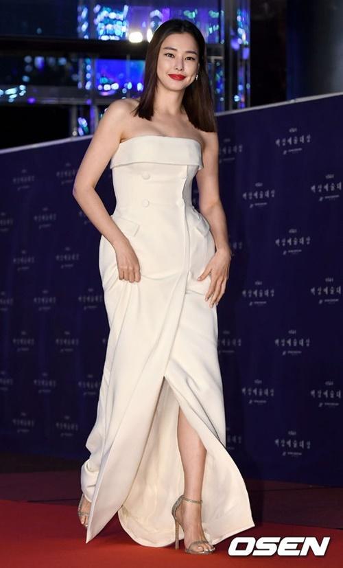 Hoa hậu Hàn Quốc Honey Lee có thân hình đồng hồ cát hút mắt.