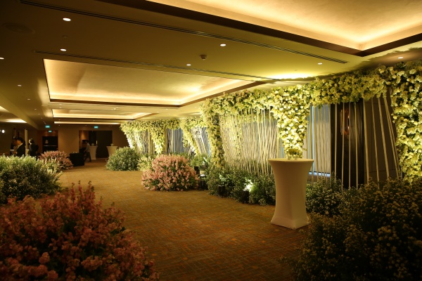 Chiều 5/5, tiệc cưới của Diệp Lâm Anh và bạn trai Đức Phạm diễn ra tại một địa điểm thuộc trung tâm Sài Gòn. Từ sáng sớm, khu vực nơi đây đã được trang hoàng.