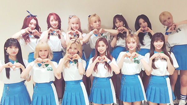 Đúng như tên nhóm của mình, các cô gái Cosmic Girls luôn trông như bước ra từ truyện tranh khi khoác lên mình bộ đồng phục đội cổ vũ.