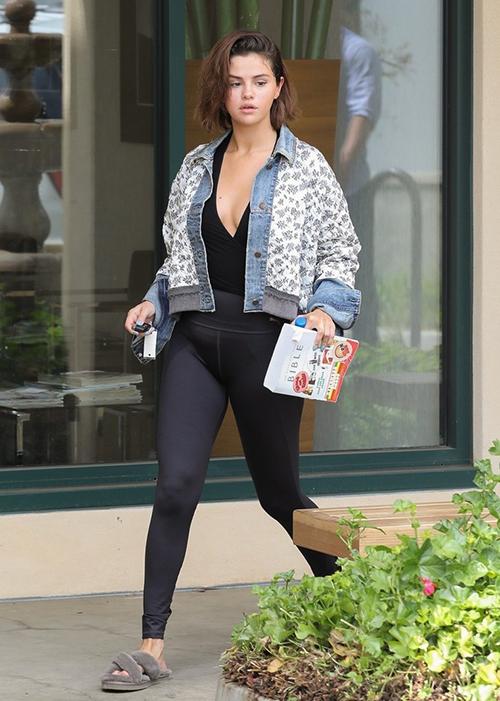 Selena Gomez bị chê mặc như chạy từ phòng ngủ lên thảm đỏ - 7