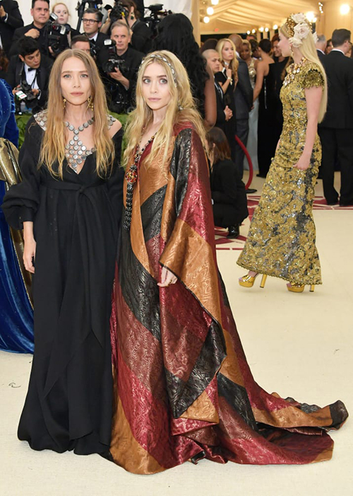 Hai chị em Mary-Kate và Ashley Olsen.