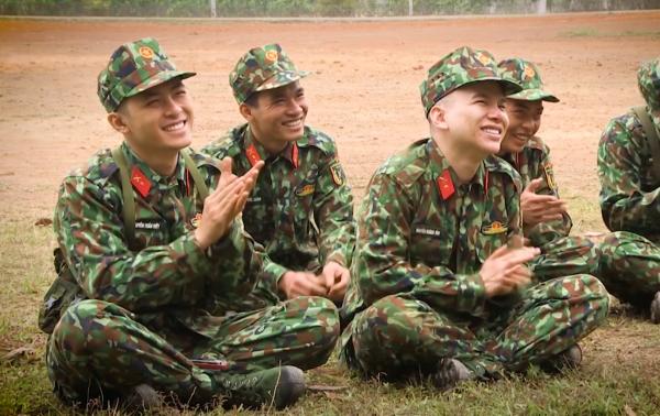 Họ có 7 ngày ghi hình tại Lữ đoàn Pháo binh 45 với sự hưng phấn, khổ cực và có cả những giọt nước mắt hạnh phúc.
