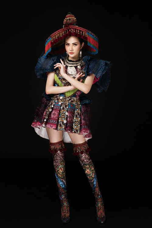 Diệu Linh trở thành đại diện Việt Nam tham dự Miss Tourism Queen International 2018. Sau khi đặt chân đến Thái Lan, người đẹp giới thiệu trang phục truyền thống sẽ tham gia tranh tài. Nó được lấy cảm hứng từ trang phục của dân tộc HMông.