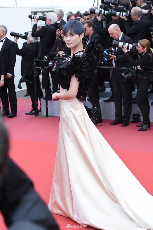 Ngôi sao Trung Quốc Lý Vũ Xuân nhiều năm nay cũng là gương mặt quen thuộc tại thảm đỏ Cannes.
