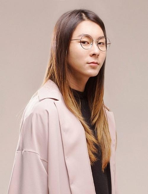 Chàng trai tóc dài Jang Moon Bok tâm sự rằng dù đã trải qua tuổi 23  nhưng anh chàng vẫn chưa có kinh nghiệm gì về tình trường. Đồng thời,  Jang Moon Bok cũng thổ lộ rằng: Thật ra, trong lòng tôi luôn khao khát  được hẹn hò.