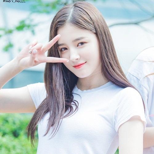 Nancy có vẻ đẹp lai nhưng vẫn hợp thị hiếu của công chúng Hàn. Nhiều fan thừa nhận họ thấy hình tượng của nữ ca sĩ phù hợp với cả SM và JYP.