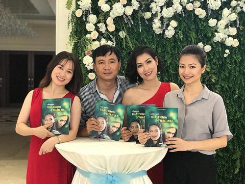 Đạo diễn Đỗ Thanh Hải cùng 3 nữ chính của phim.