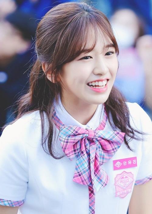 Ah Yu Jin là cái tên quen thuộc vù từng xuất hiện trong nhiều quảng cáo, góp mặt trong MV của nhiều tiền bối như Baek Hyun, Soyu, Jung Se Woon...