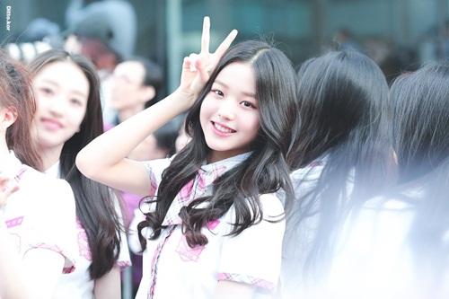 Jang Won Young nhận được nhiều lời khen ngợi trên các forum Kpop. Cô nàng có nhiều nét giống với nữ thần Na Eun của Apink.
